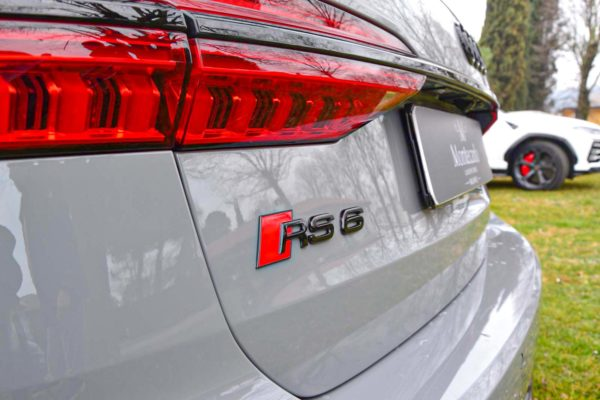 Rent Audi RS6 Model 2020 (10)