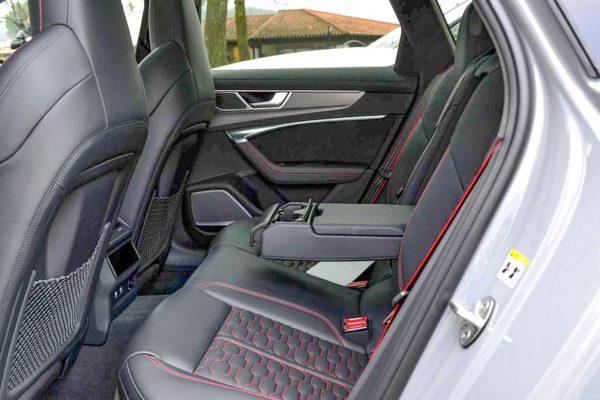 Rent Audi RS6 Model 2020 (12)