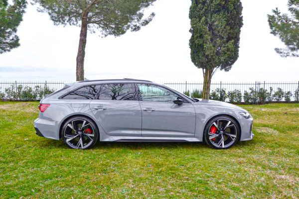 Rent Audi RS6 Model 2020 (17)