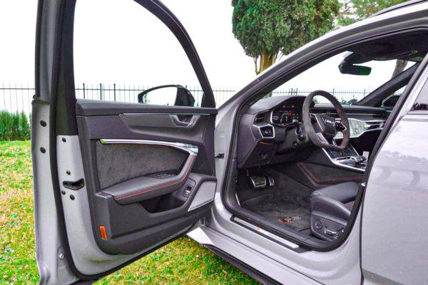Rent Audi RS6 Model 2020 (22)