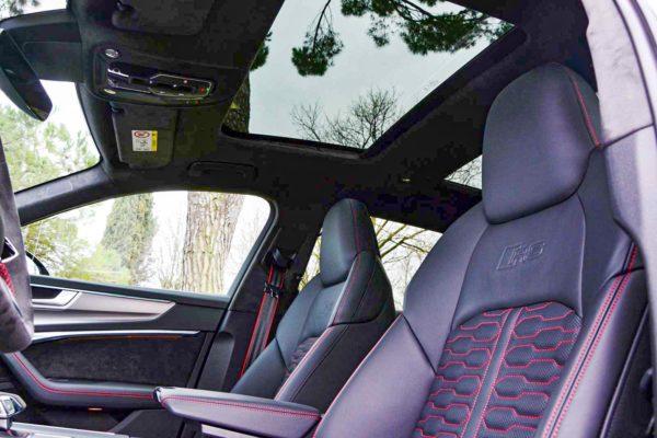 Rent Audi RS6 Model 2020 (24)