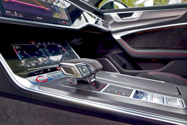 Rent Audi RS6 Model 2020 (4)