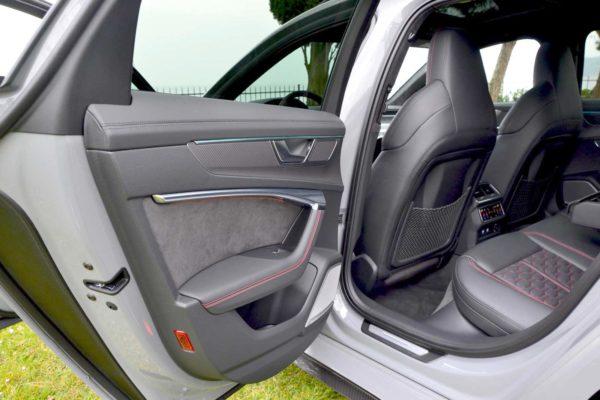 Rent Audi RS6 Model 2020 (5)