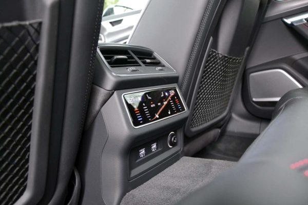Rent Audi RS6 Model 2020 (6)